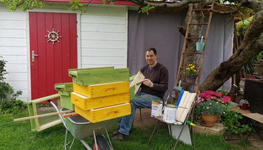 Bienen-Beute streichen