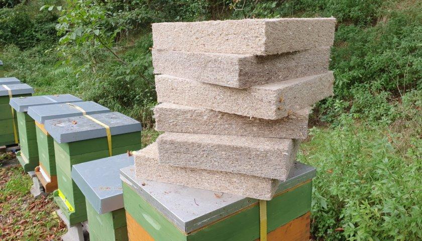 Bio-Hanf-Dämmung für Bienen